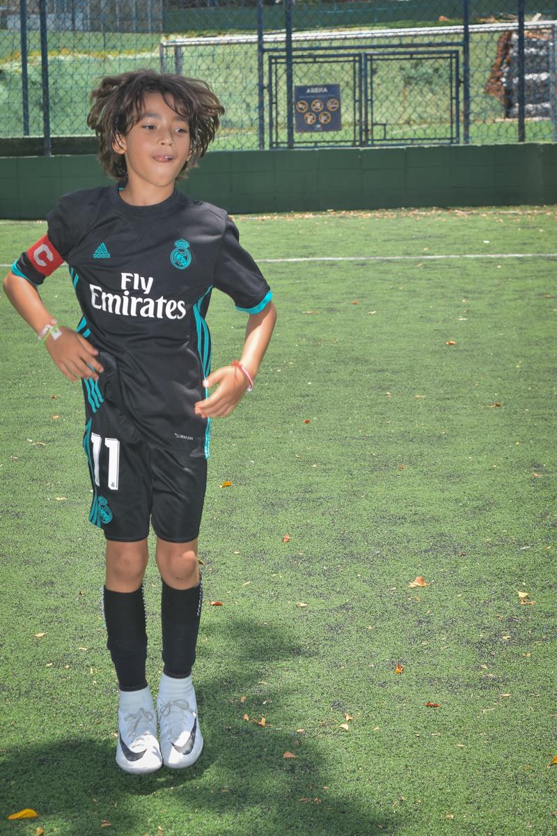 jogo de futebol divertido no buffet High Soccer aniversario de João Pedro 8 anos, tema da festa Real Madrid
