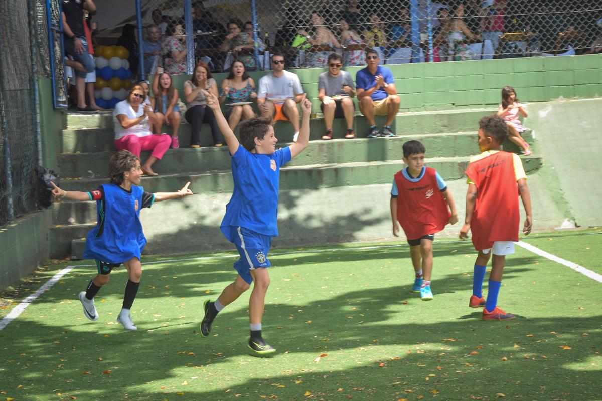começa o jogo no buffet High Soccer aniversario de João Pedro 8 anos, tema da festa Real Madrid