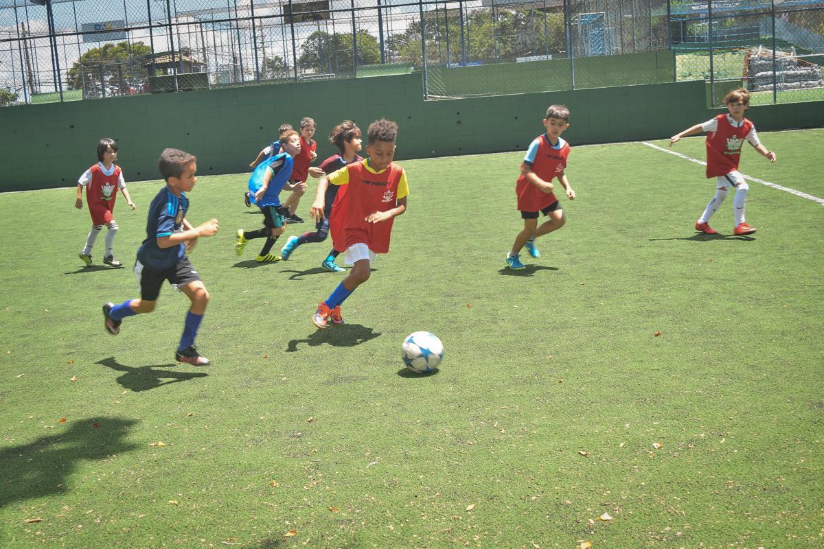 jogo desputado no buffet High Soccer aniversario de João Pedro 8 anos, tema da festa Real Madrid