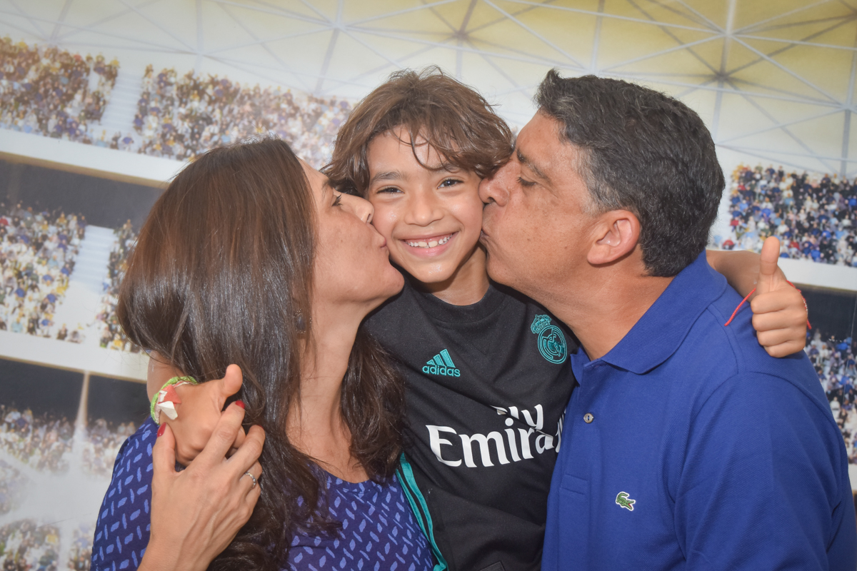 beijo sanduiche no buffet High Soccer aniversario de João Pedro 8 anos, tema da festa Real Madrid