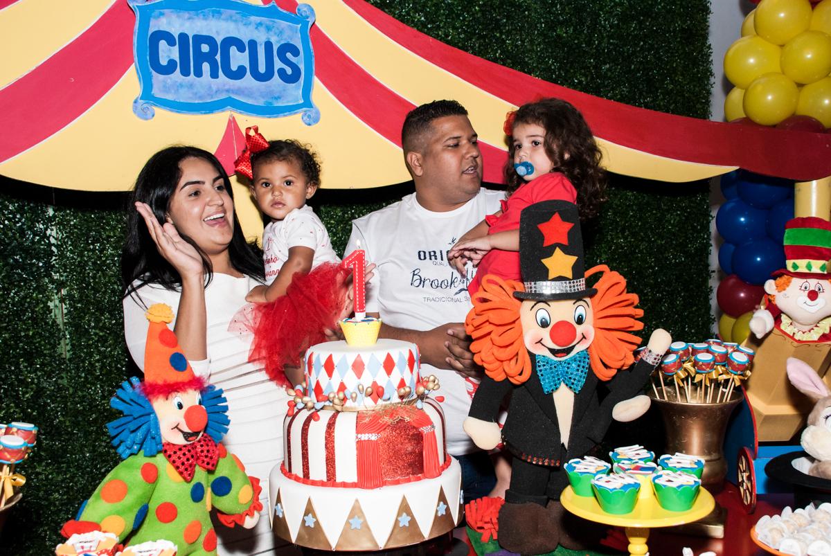hora do parabéns no Buffet Comics aniversario de Geovanna 1 ano tema da festa circo