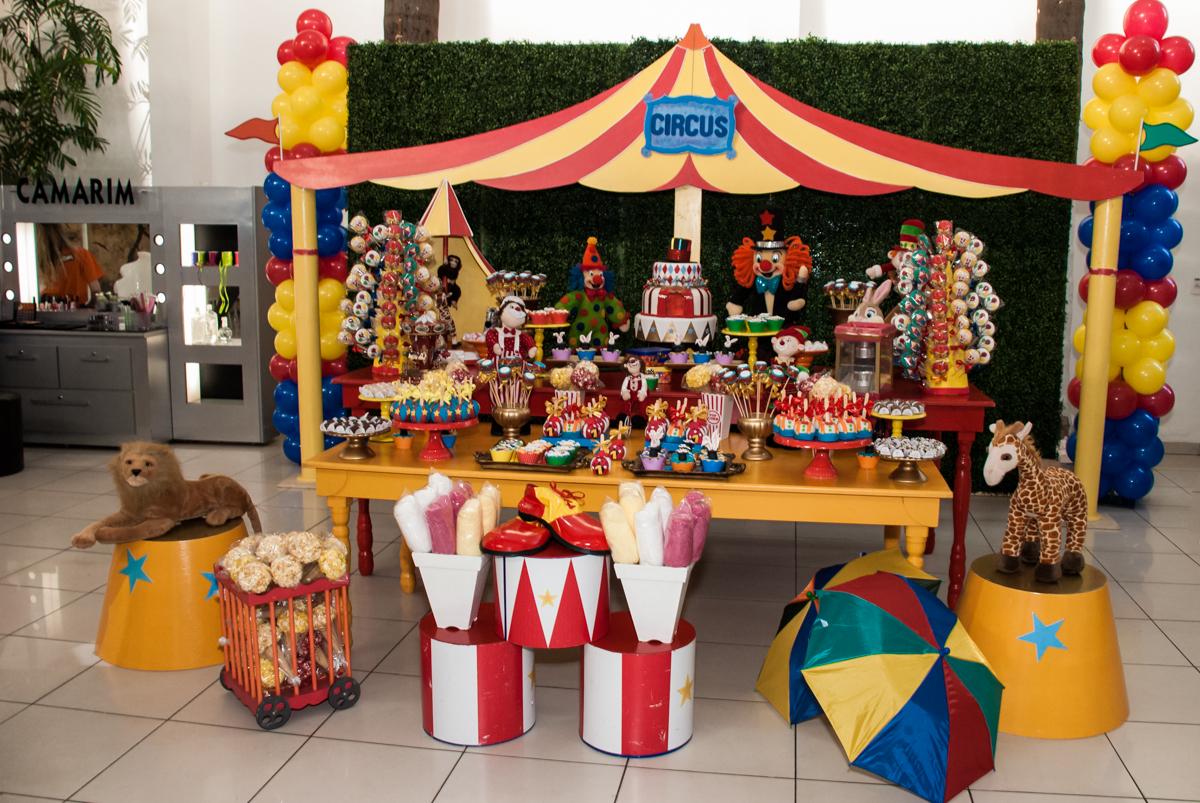 tema da mesa o Buffet Comics aniversario de Geovanna 1 ano tema da festa circo