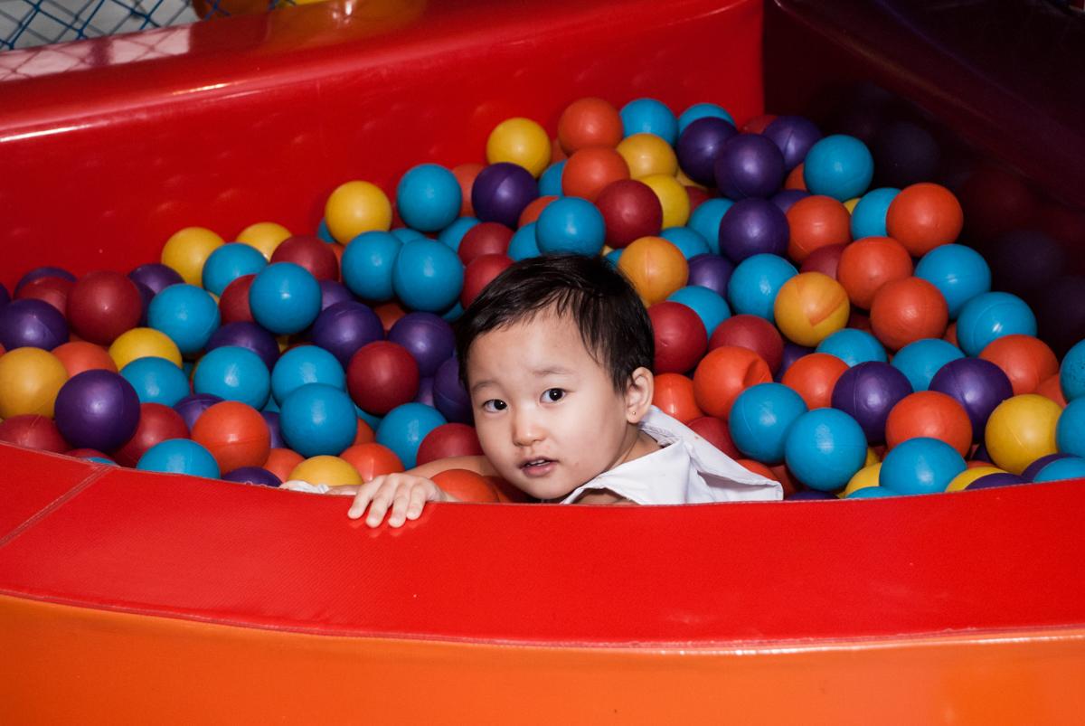 piscina de bolinhas divertida no Buffet Vila Party, Moema, São Paulo, aniversario de Eduardo 6 anos, tema da festa Mini Craft