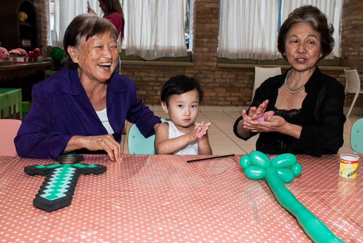 neta diverte as avós no Buffet Vila Party, Moema, São Paulo, aniversario de Eduardo 6 anos, tema da festa Mini Craft