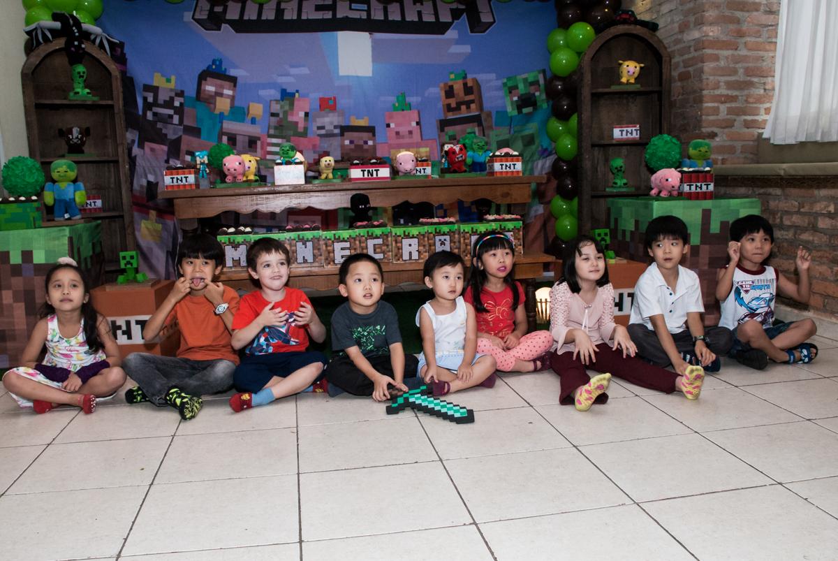 hora das brincadeiras com os monitores no Buffet Vila Party, Moema, São Paulo, aniversario de Eduardo 6 anos, tema da festa Mini Craft