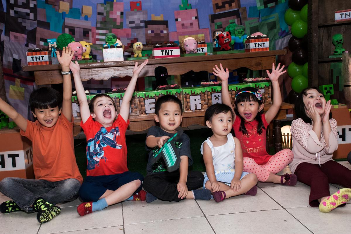 brincadeiras divertidas com os monitores no Buffet Vila Party, Moema, São Paulo, aniversario de Eduardo 6 anos, tema da festa Mini Craft