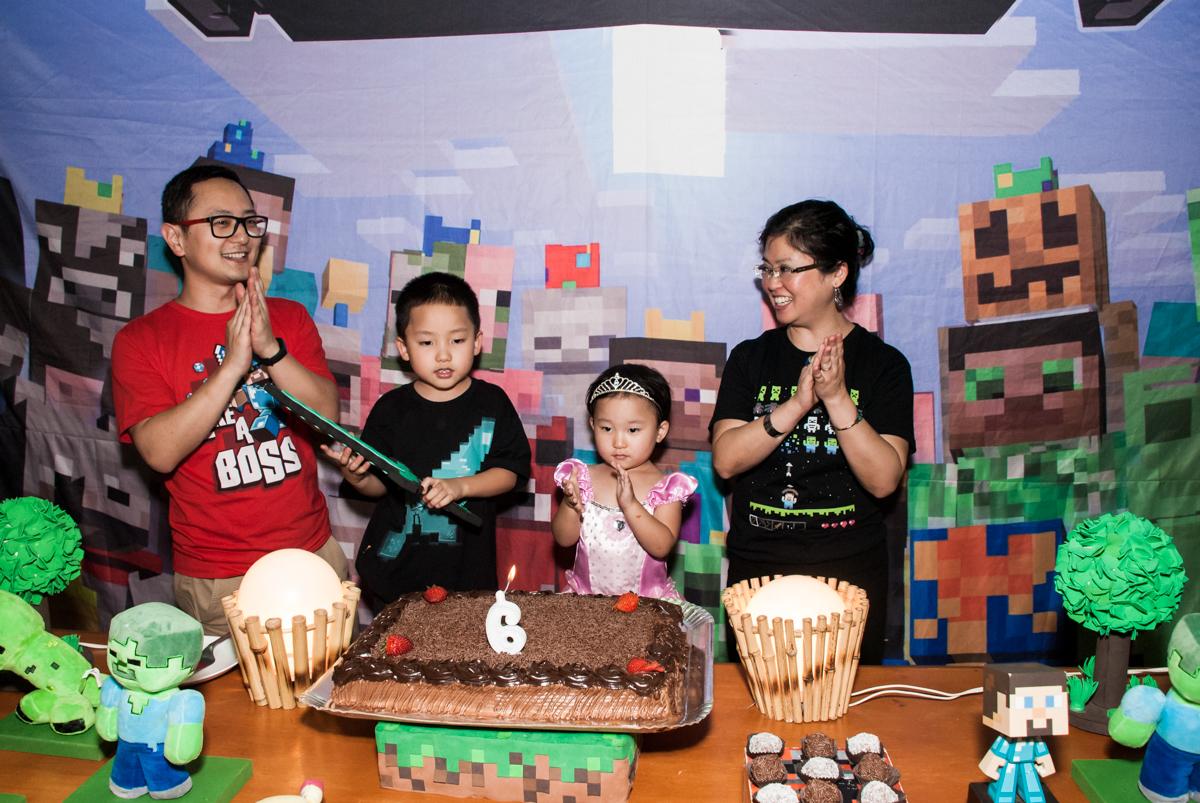 hora do parabéns no Buffet Vila Party, Moema, São Paulo, aniversario de Eduardo 6 anos, tema da festa Mini Craft