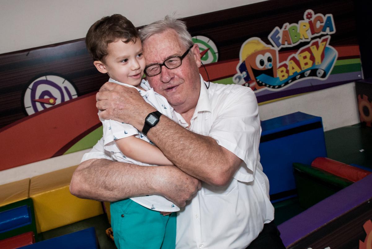 vovô carinhoso no Buffet Fábrica da Alegria, Osasco, aniversário de Arthur 4 anos, tema da festa Patrulha Canina