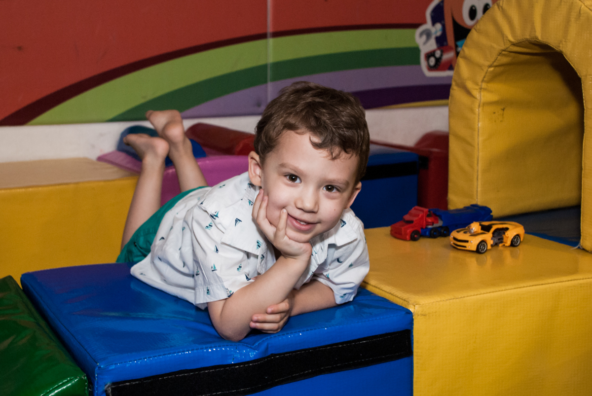 brincando na área baby no Buffet Fábrica da Alegria, Osasco, aniversário de Arthur 4 anos, tema da festa Patrulha Canina