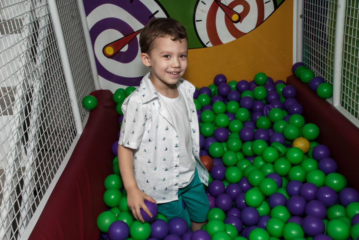 piscina de bolinhas divertida no Buffet Fábrica da Alegria, Osasco, aniversário de Arthur 4 anos, tema da festa Patrulha Canina