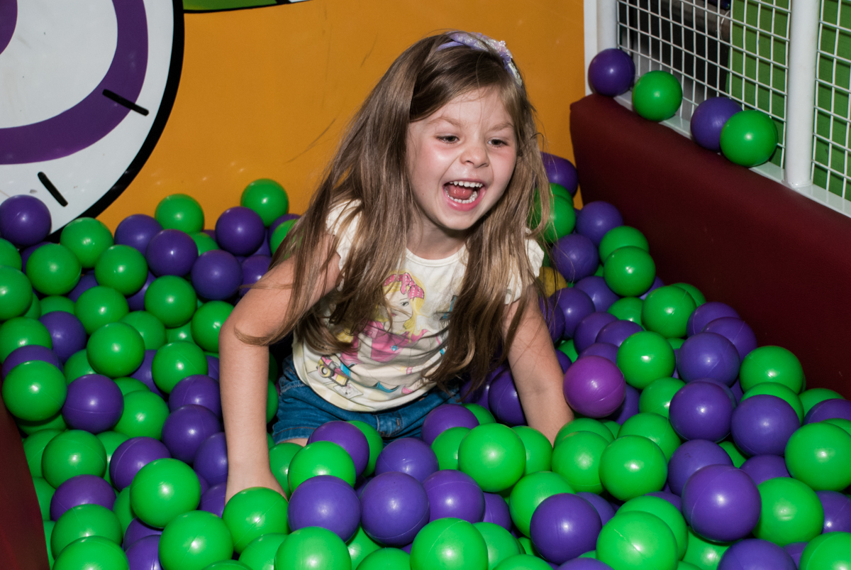 caindo do tombo legal no Buffet Fábrica da Alegria, Osasco, aniversário de Arthur 4 anos, tema da festa Patrulha Canina