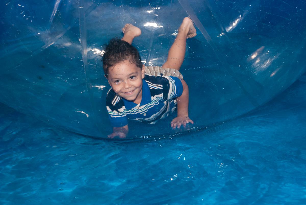 diversão no aqua play no Buffet Fábrica da Alegria, Osasco, aniversário de Arthur 4 anos, tema da festa Patrulha Canina