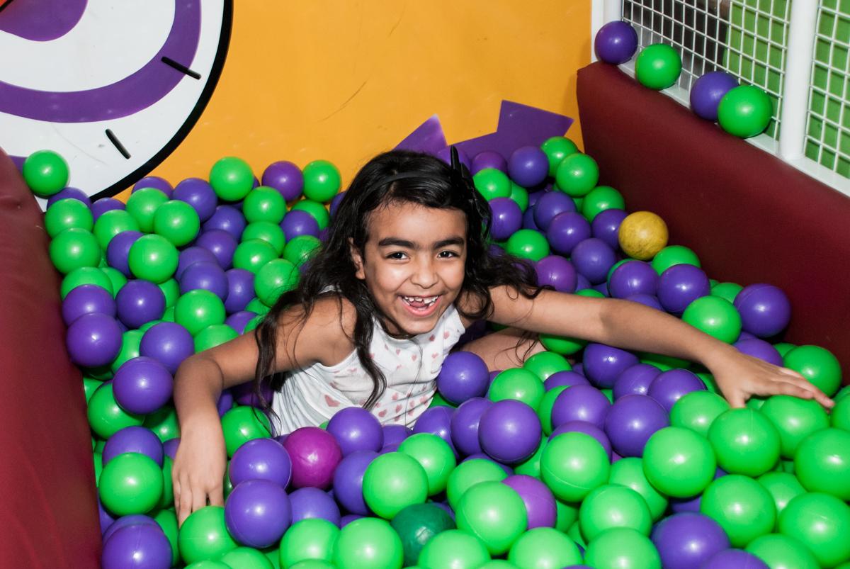 piscina de bolinhas divertidas no Buffet Fábrica da Alegria, Osasco, aniversário de Arthur 4 anos, tema da festa Patrulha Canina
