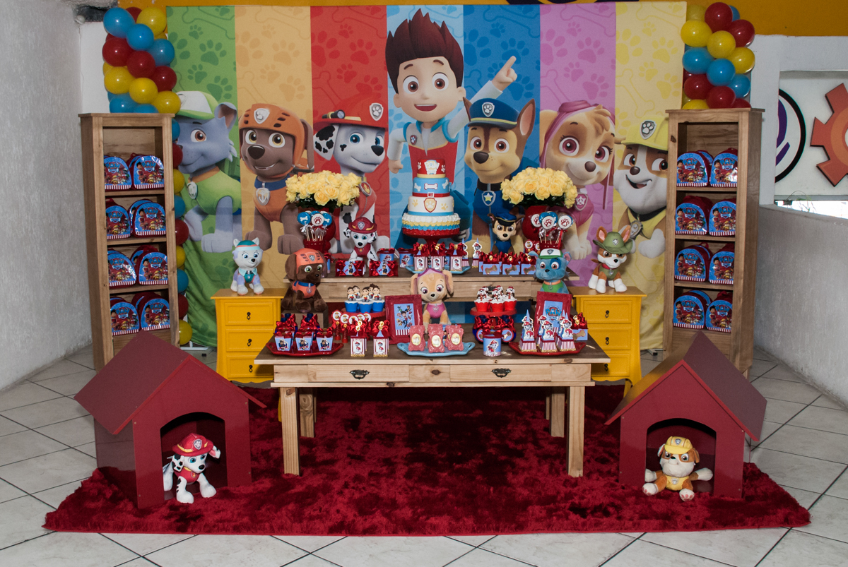mesa temática no Buffet Fábrica da Alegria, Osasco, aniversário de Arthur 4 anos, tema da festa Patrulha Canina
