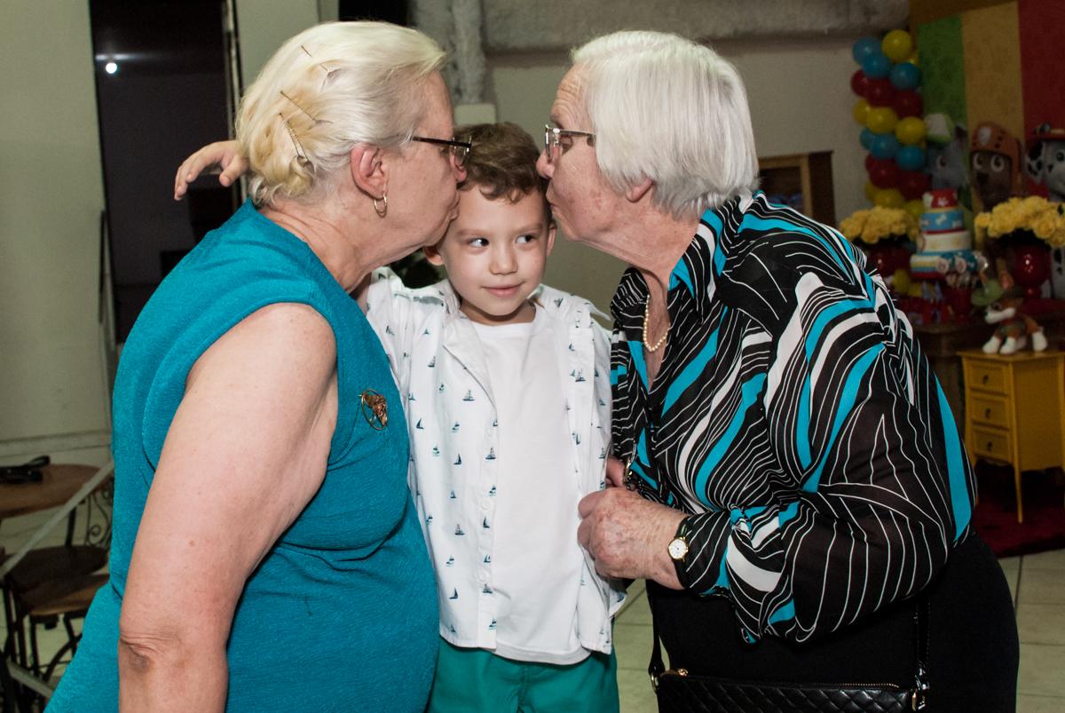 beijinho das avós no Buffet Fábrica da Alegria, Osasco, aniversário de Arthur 4 anos, tema da festa Patrulha Canina