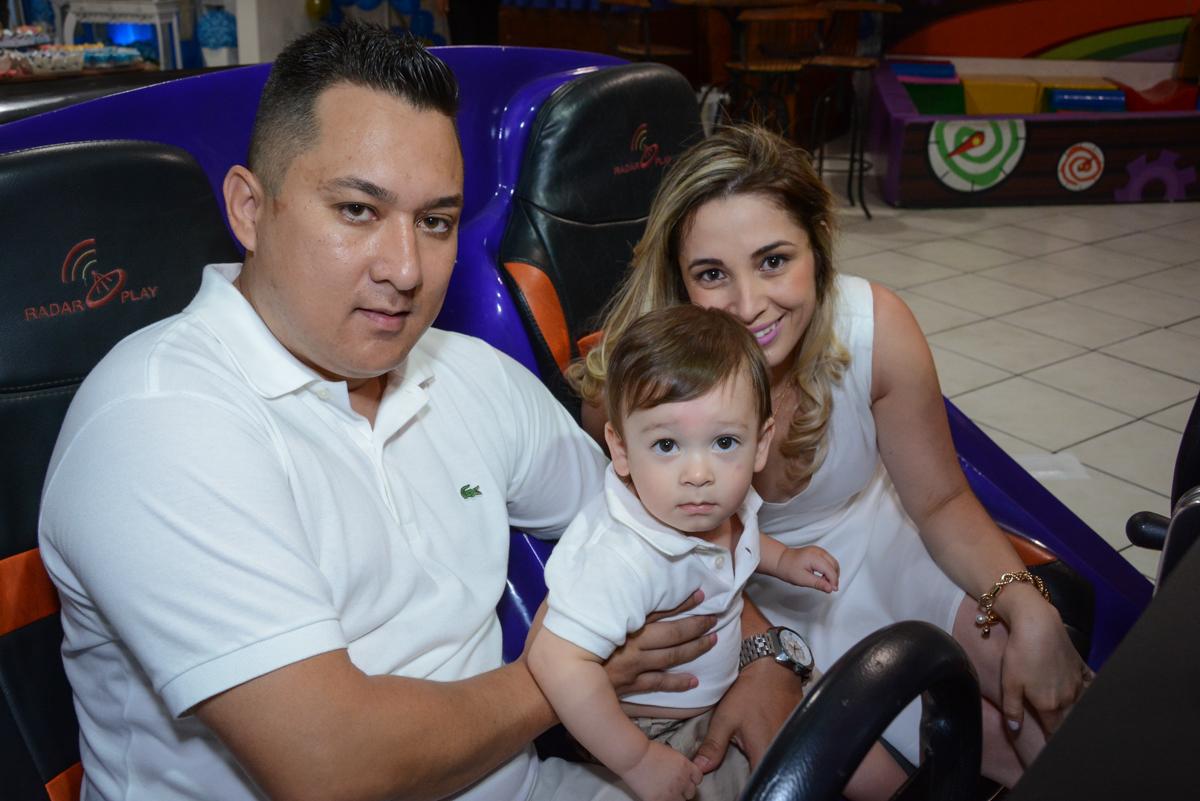 os pais se divertem com o aniversariante no Buffet Fábrica da Alegria, Osaco, São Paulo, aniversário de Kenji Sussumo, tema da festa urso realeza