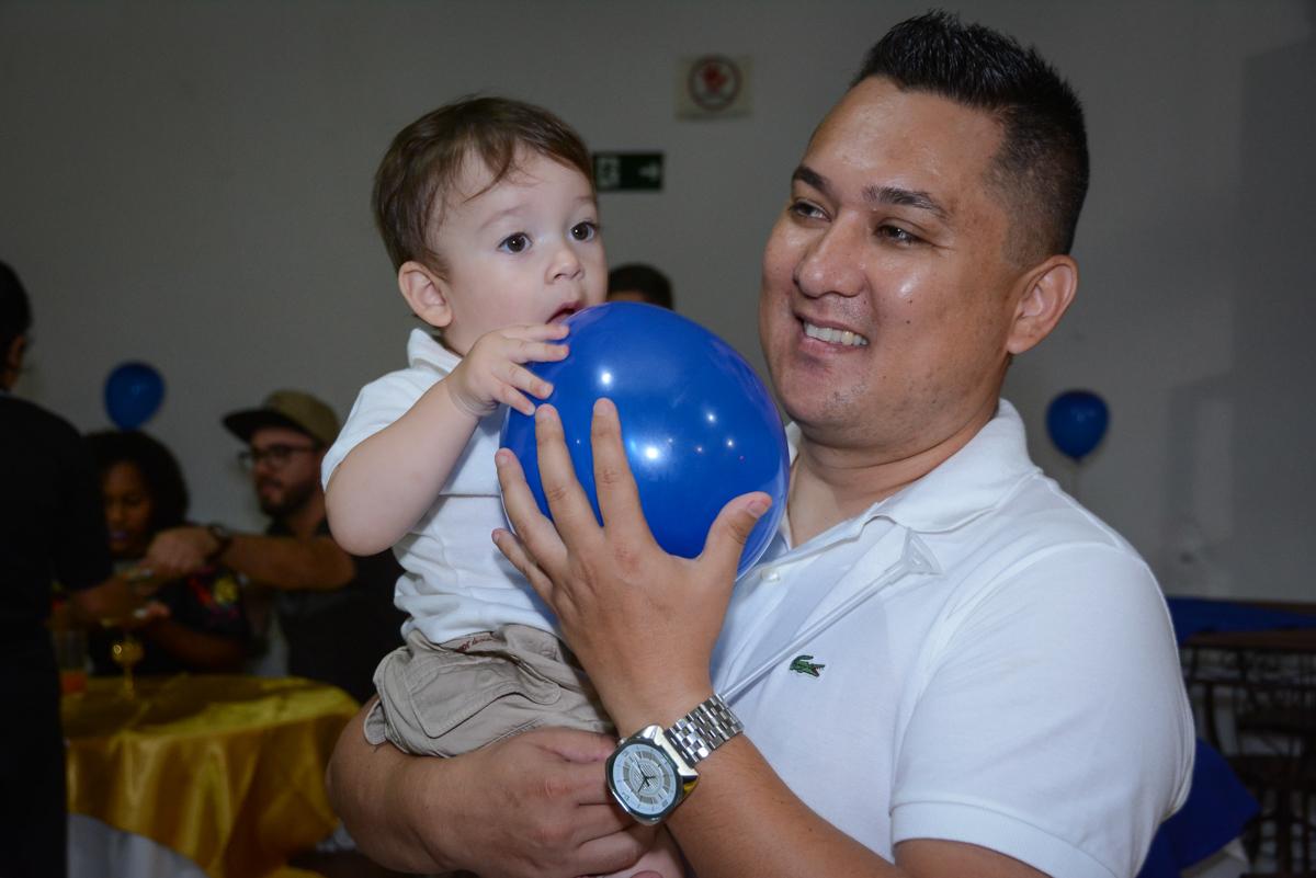 curtindo a festa com o papai no Buffet Fábrica da Alegria, Osaco, São Paulo, aniversário de Kenji Sussumo, tema da festa urso realeza