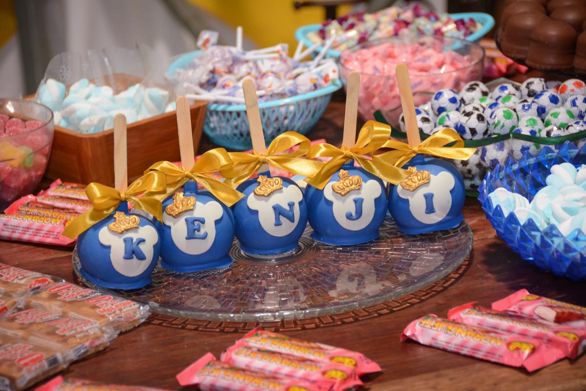 mesa de guloseimas no Buffet Fábrica da Alegria, Osaco, São Paulo, aniversário de Kenji Sussumo, tema da festa urso realeza