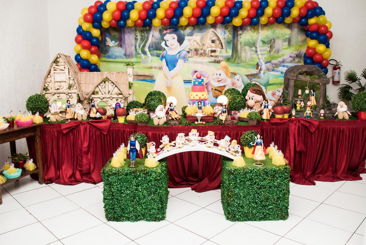 mesa temática no Buffet Fábrica da Alegria, Morumbi, São Paulo, aniversário de Mariana 2 anos, , tema da festa Branca de Neve