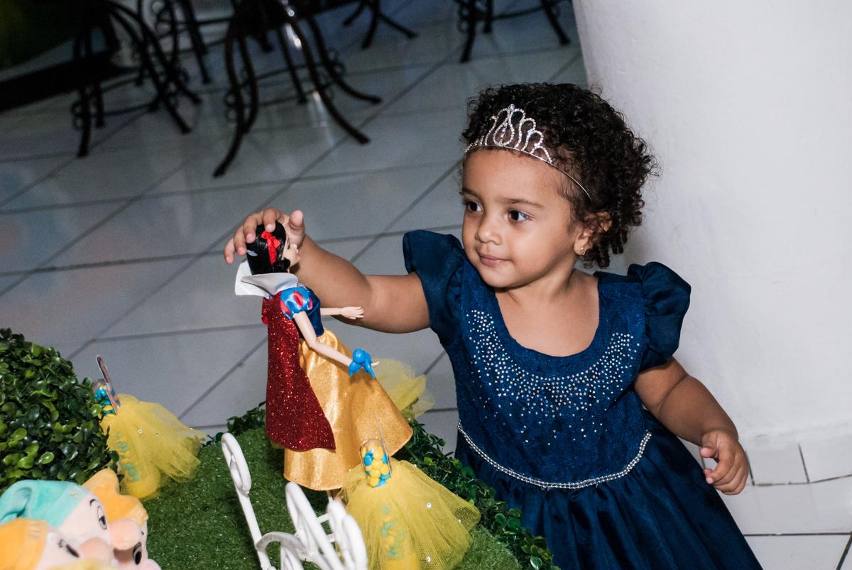 brincando com as princesas no Buffet Fábrica da Alegria, Morumbi, São Paulo, aniversário de Mariana 2 anos,, tema da festa Branca de Neve