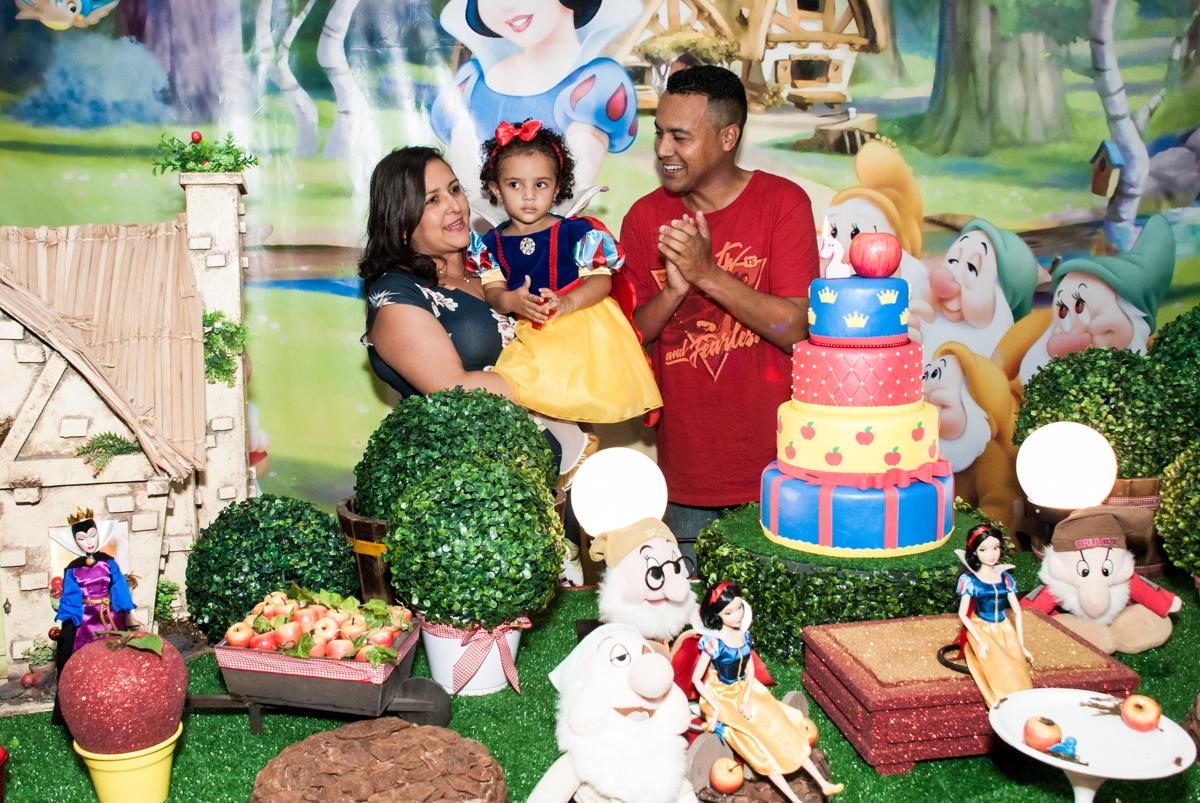 hora do parabéns no Buffet Fábrica da Alegria, Morumbi, São Paulo, aniversário de Mariana 2 anos,, tema da festa Branca de Neve
