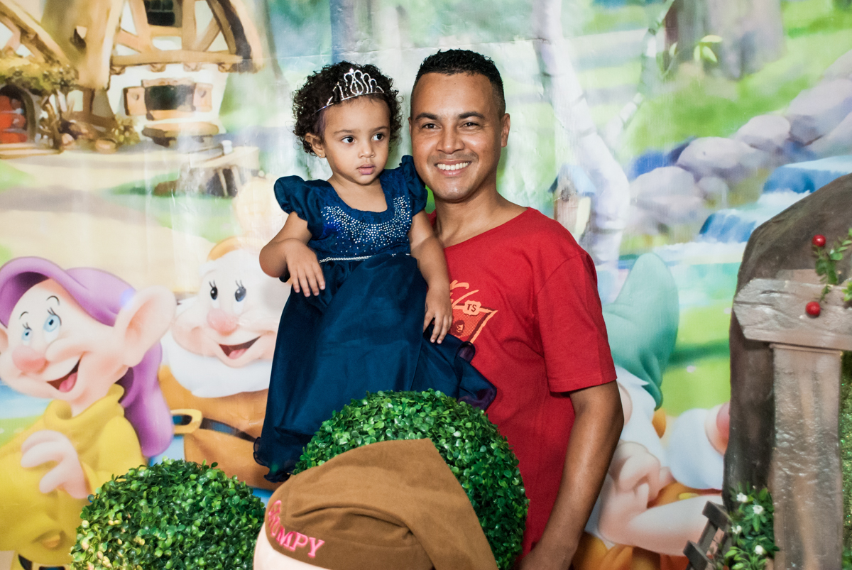 foto pai e filha no Buffet Fábrica da Alegria, Morumbi, São Paulo, aniversário de Mariana 2 anos, , tema da festa Branca de Neve