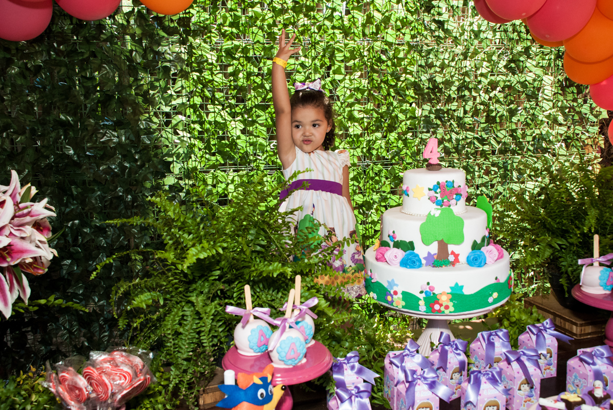 hora do parabéns no Buffet Pet Zoo, Cotia, São Paulo, aniversário de Maria Clara 4 anos, Buffet Pet Zoo, Cotia, São Paulo, tema da festa Dora a Aventureira