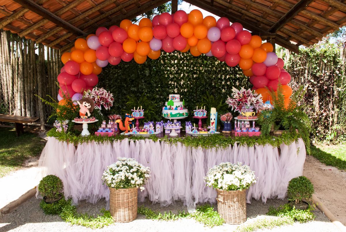 mesa temática no Buffet Pet Zoo, Cotia, São Paulo, aniversário de Maria Clara 4 anos, Buffet Pet Zoo, Cotia, São Paulo, tema da festa Dora a Aventureira