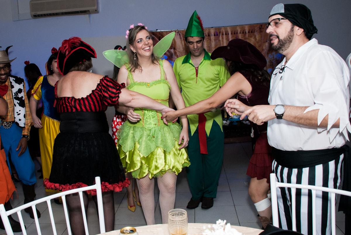 fantasiada de sininho no Salão de festas, Imirim São Paulo, aniversário de Patricia 40 anos, tema da festa Princesas