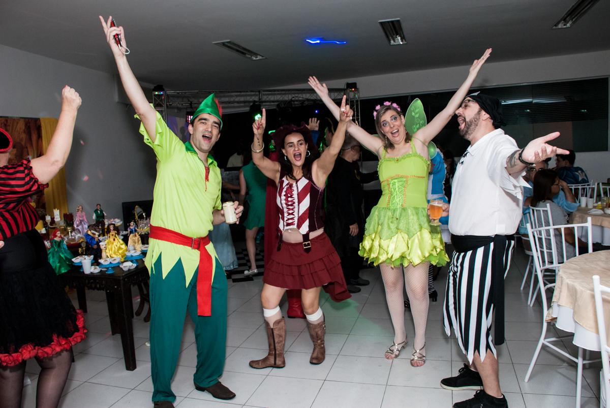 balada animada no Salão de festas, Imirim São Paulo, aniversário de Patricia 40 anos, tema da festa Princesas