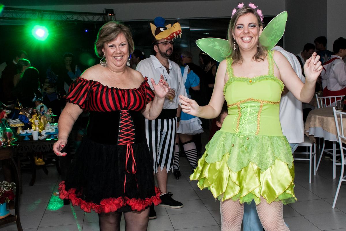 todos estão fantasiados para a festa no Salão de festas, Imirim São Paulo, aniversário de Patricia 40 anos, tema da festa Princesas