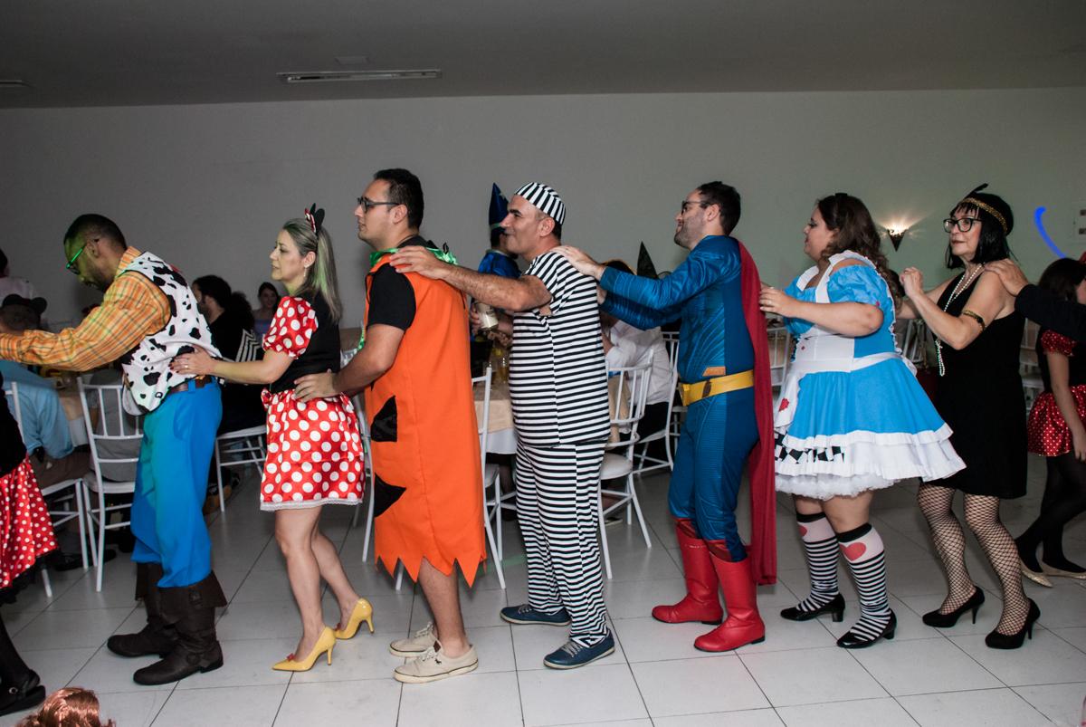 trenzinho divertido no Salão de festas, Imirim São Paulo, aniversário de Patricia 40 anos, tema da festa Princesas