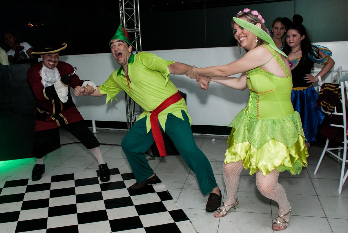 muita bagunça na balada no Salão de festas, Imirim São Paulo, aniversário de Patricia 40 anos, tema da festa Princesas