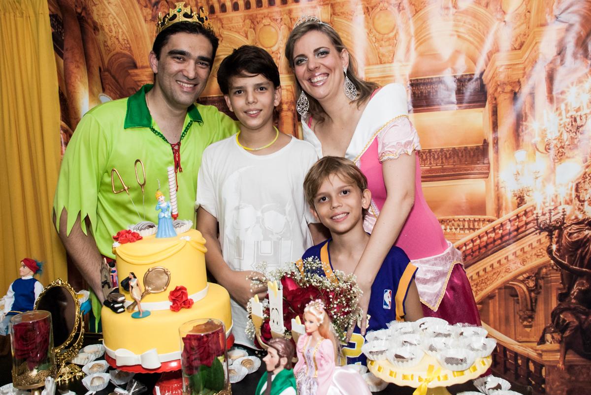 hora do parabéns no Salão de festas, Imirim São Paulo, aniversário de Patricia 40 anos, tema da festa Princesas