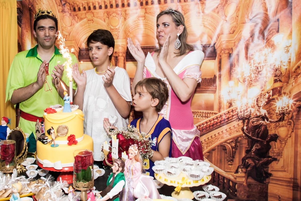 parabéns animado no Salão de festas, Imirim São Paulo, aniversário de Patricia 40 anos, tema da festa Princesas
