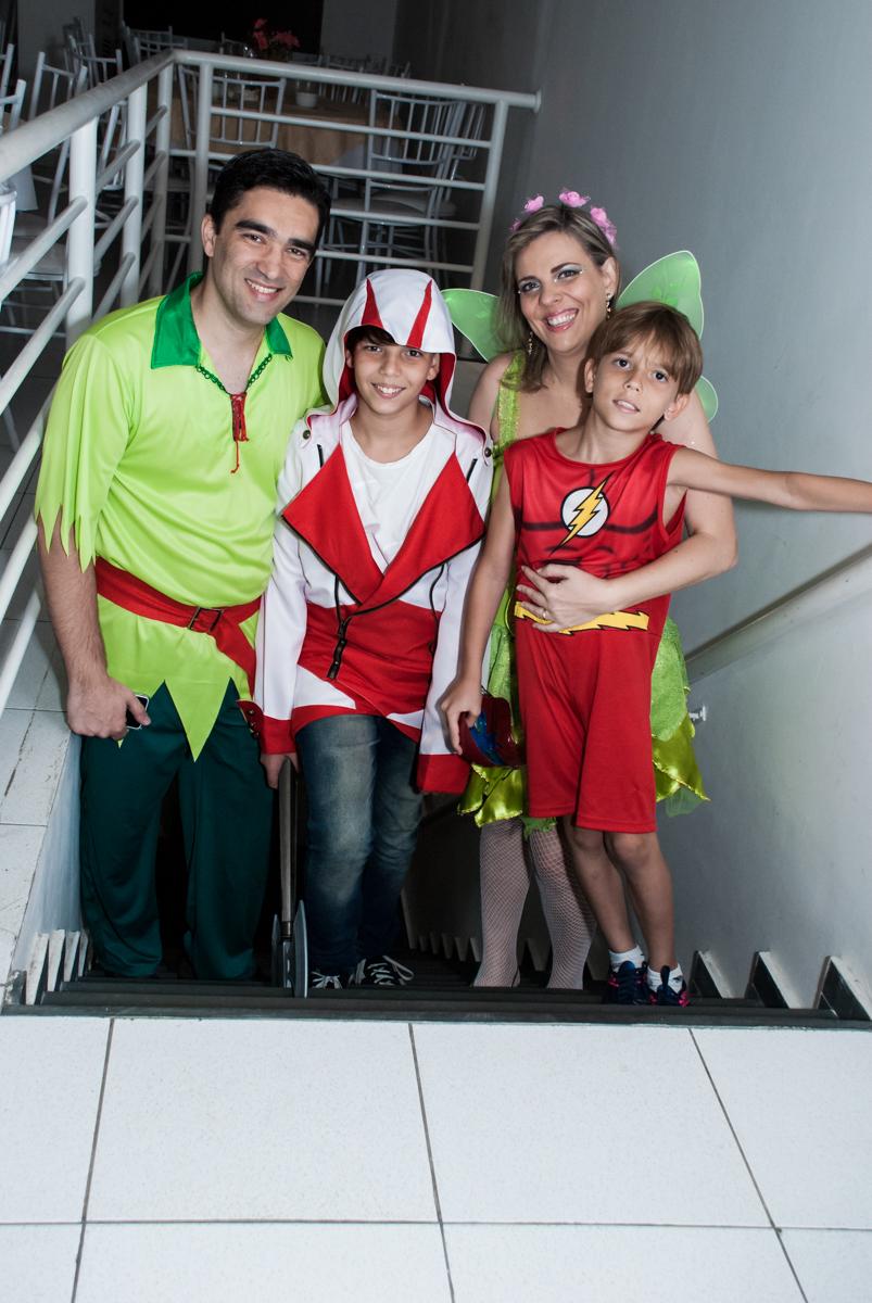 entrada da família para a festa no Salão de festas, Imirim São Paulo, aniversário de Patricia 40 anos, tema da festa Princesas
