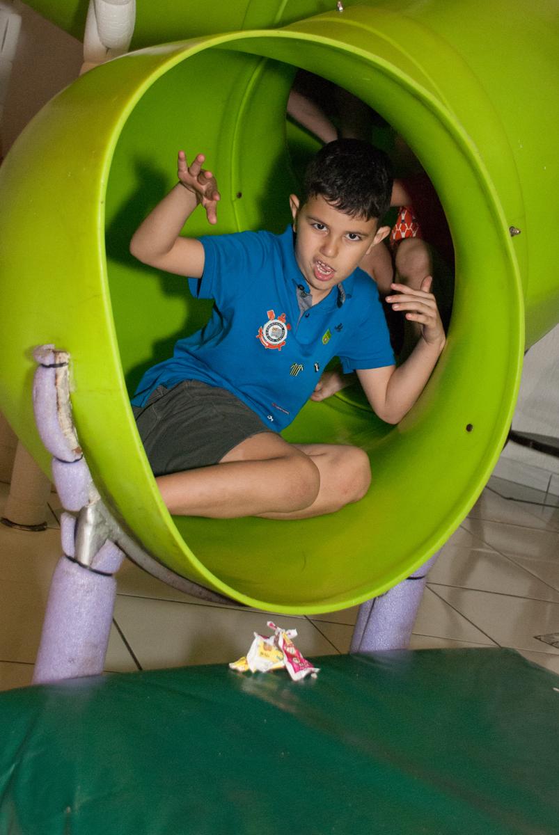 final da festa no Buffet Fábrica da Alegria, Morumbi, São Paulo, aniversario de Pedro Henrique 7 anos, tema da festa mini craft