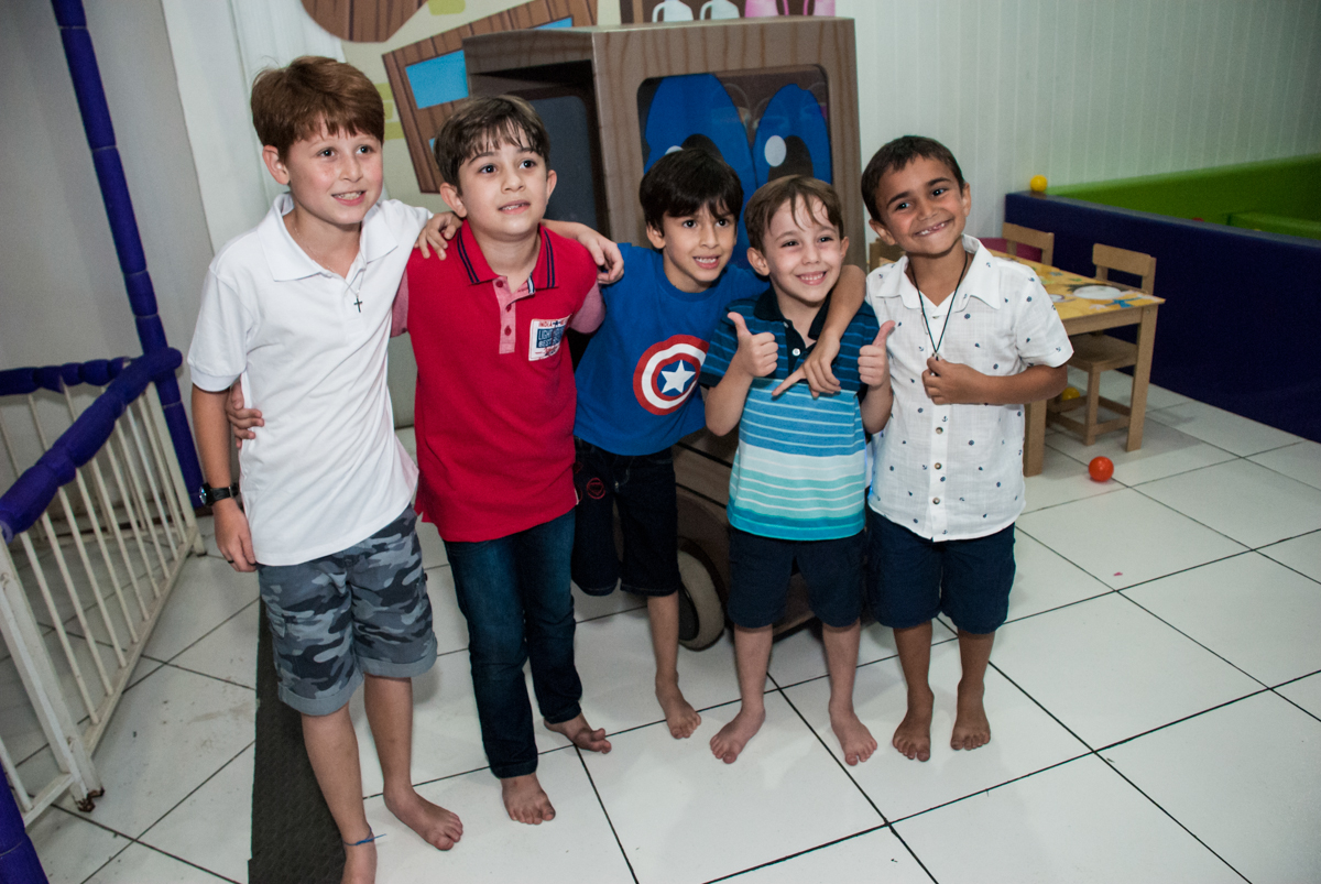 amigos brincam no Buffet Zezé e Lelé, Butantã, São Paulo, aniversário, Pedro 7 e Giovana 5 anos tema da festa Pokemon e Princesas