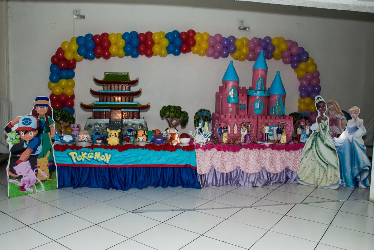 mesa temática Buffet Zezé e Lelé, Butantã, São Paulo, aniversário, Pedro 7 e Giovana 5 anos tema da festa Pokemon e Princesas