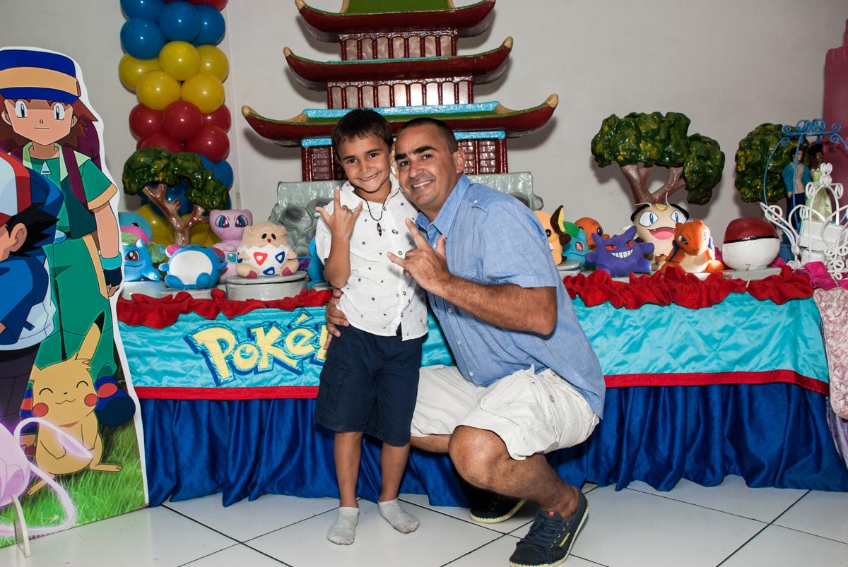 foto pai e filho no Buffet Zezé e Lelé, Butantã, São Paulo, aniversário, Pedro 7 e Giovana 5 anos tema da festa Pokemon e Princesas