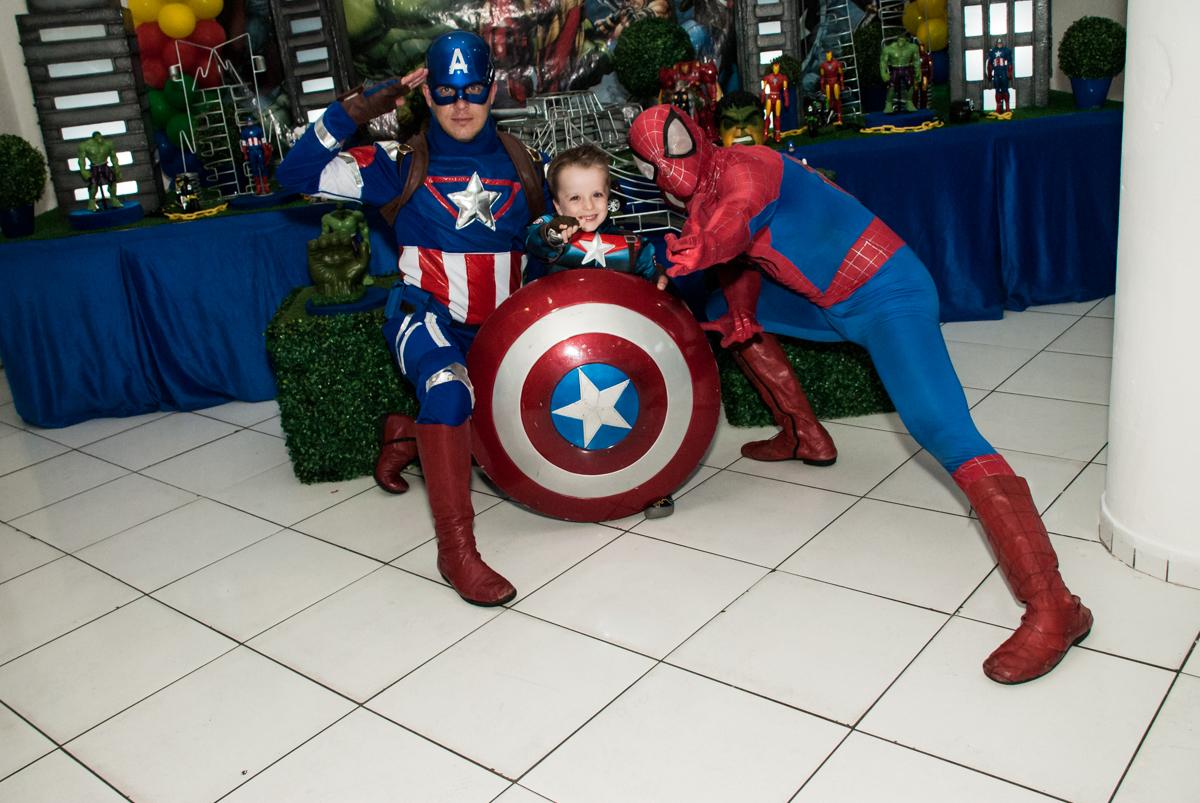brincadeiras divertidas com os super heróis no Buffet Fábrica da Alegria, Morumbi, São Paulo, aniversário de Pedro 4 anos, tema da festa os vingadores