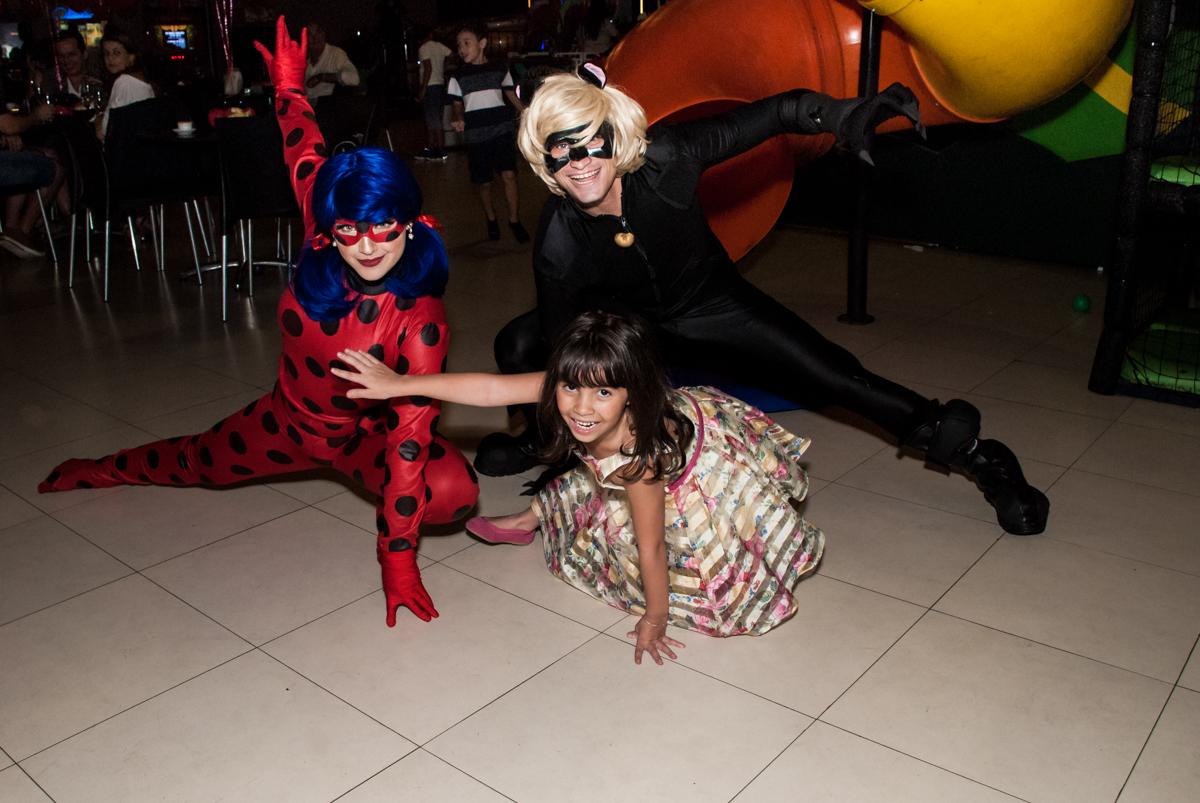 recebendo os personagens no Buffet Planeta Prime, São Paulo, aniversário de Malu 5 anos, tema da festa Miráculos