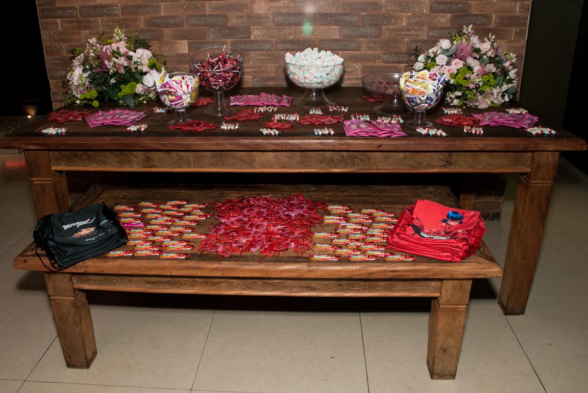 mesa de doces no Buffet Planeta Prime, São Paulo, aniversário de Malu 5 anos, tema da festa Miráculos