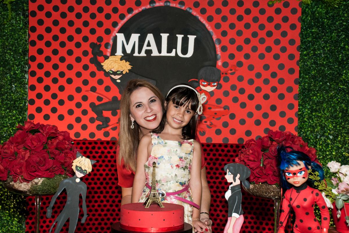 fotografia mãe e filha no Buffet Planeta Prime, São Paulo, aniversário de Malu 5 anos, tema da festa Miráculos