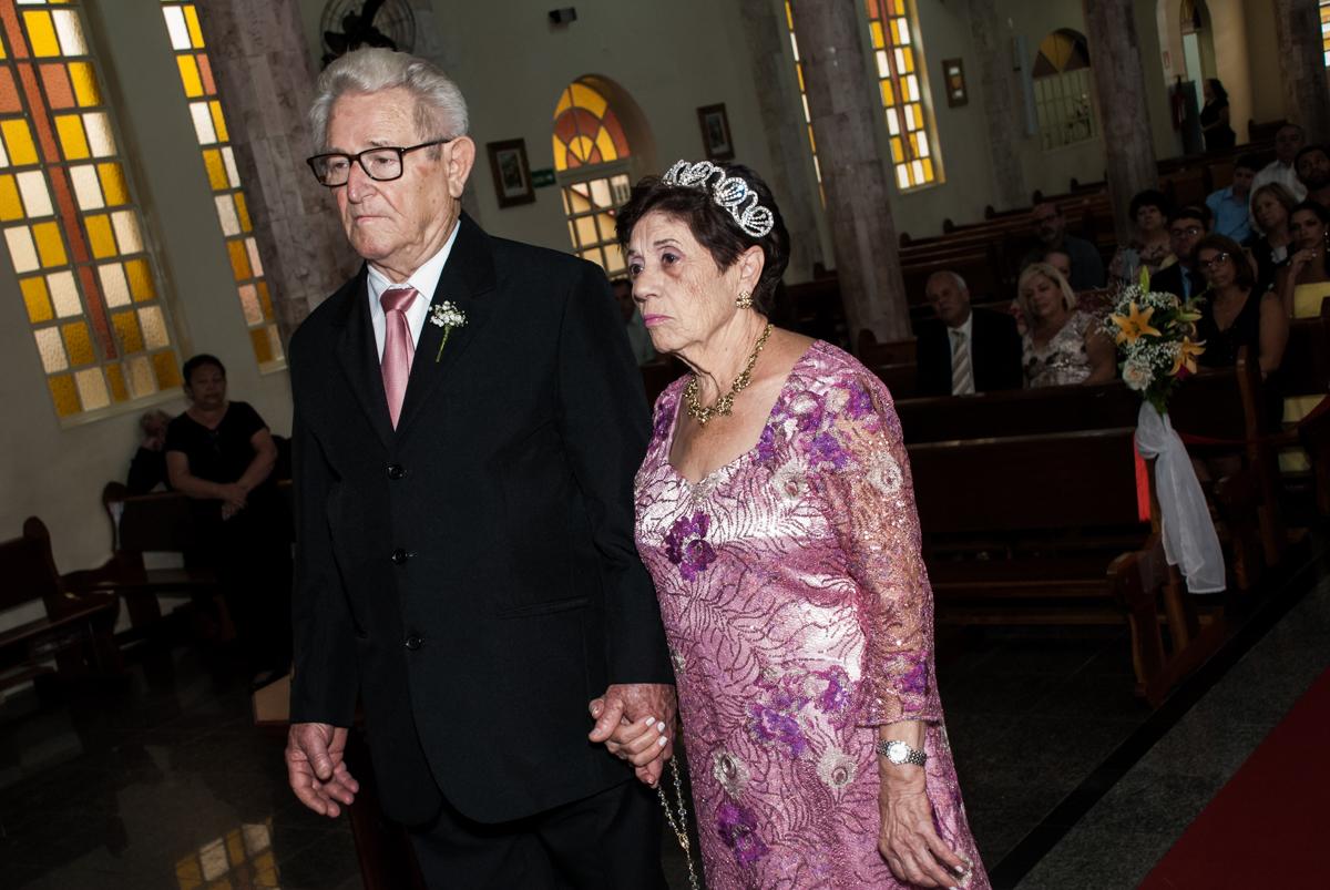 O casal emocionados na Bodas de Ouro Maria Luiza e José Rodrigues, igreja Santa Ângela e São Serapio, Ipiranga