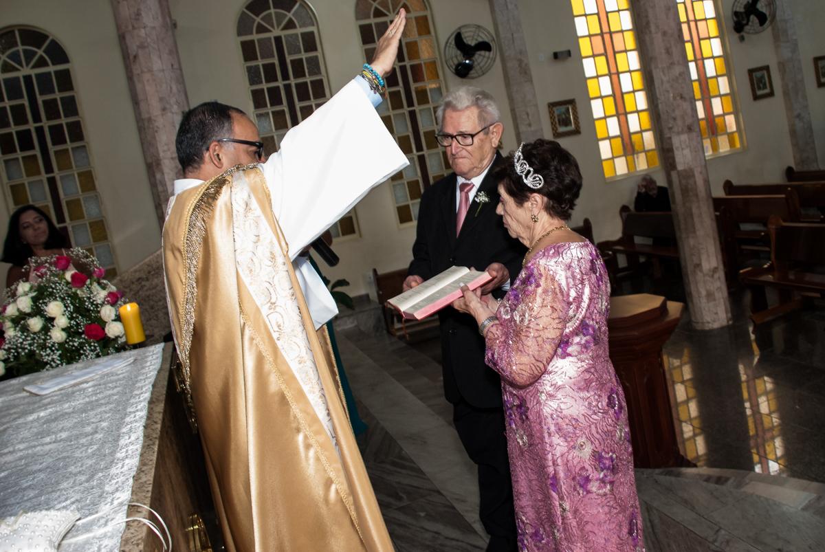 final da cerimônia na Bodas de Ouro Maria Luiza e José Rodrigues, igreja Santa Ângela e São Serapio, Ipiranga