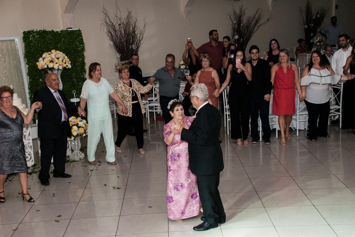 valsa dos noivos na Bodas de Ouro Maria Luiza e José Rodrigues, igreja Santa Ângela e São Serapio, Ipiranga