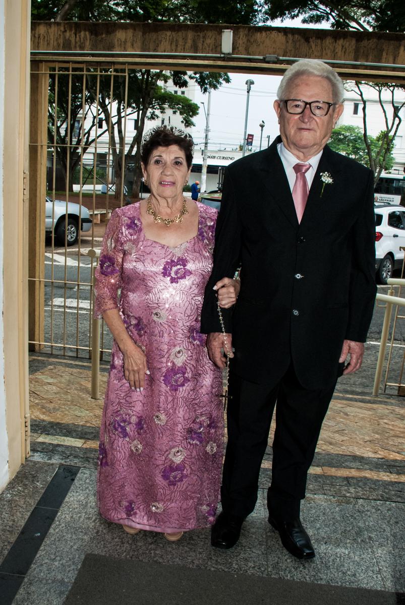 entrada do casal no Bodas de Ouro Maria Luiza e José Rodrigues, igreja Santa Ângela e São Serapio, Ipiranga