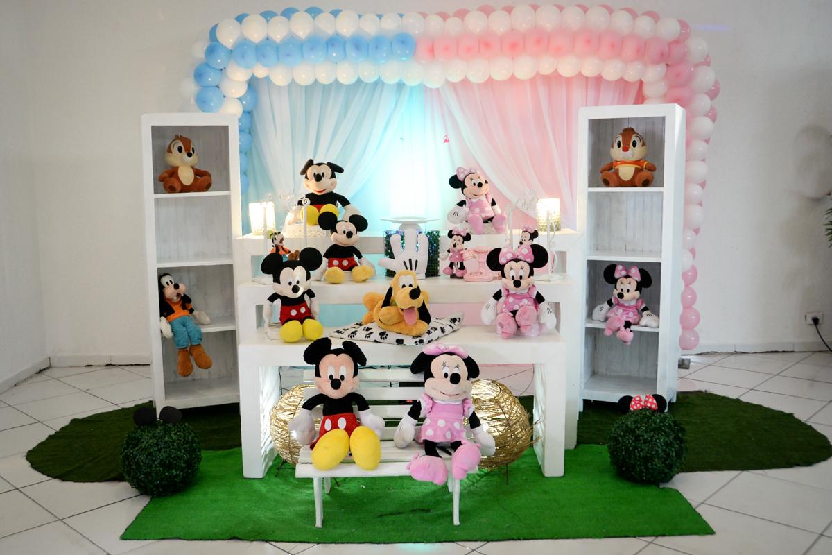 mesa decorada no Buffet Fábrica da Alegria, cha de bebe de Andrea