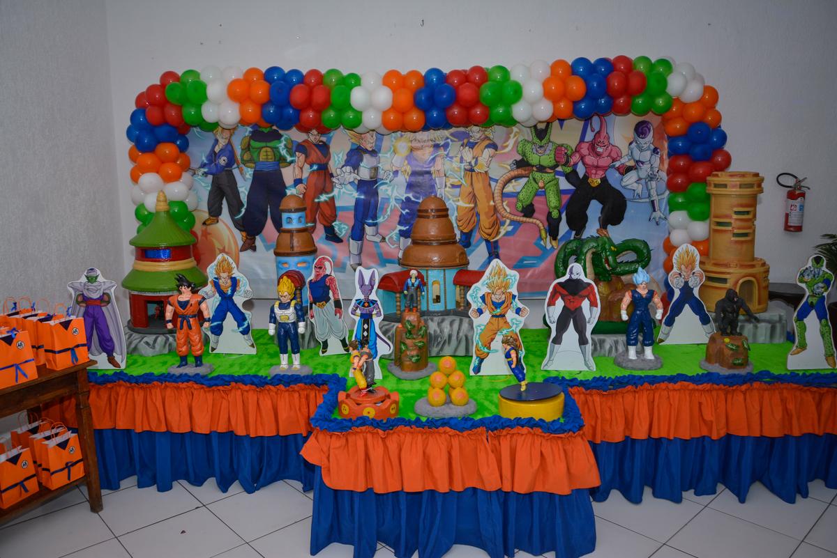 mesa temática no Buffet Fábrica da Alegria Morumbi São Paulo, aniversário de Henrique 6 anos tema da festa Dragon Bol Z